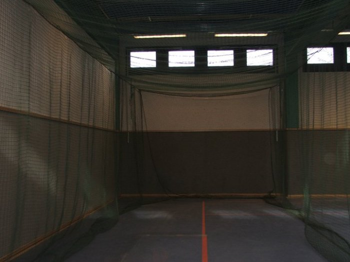 Batting Cage in der Halle der Roadrunners